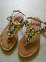 Mothercare szandál lábujjközti, színes gyöngyökkel ÚJ (29)