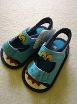 Mothercare kocsicipő-szandál kék színben dinós mintával ÚJ (15)