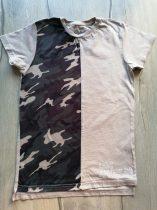 Primark póló drapp, terep mintás, feliratos (128)