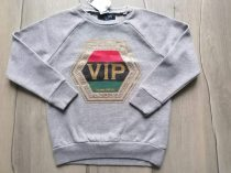 """Next pulóver szürke """"VIP"""" mintás Új-címkés (110)"""