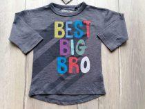Next póló h.ujjú, szürke színű, színes feliratos Új-címkés (80)