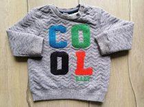 F&F pulóver v.szürke, színes feliratos (86)