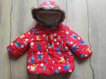 Mothercare kabát piros, autó-munkagép mintákkal (74)