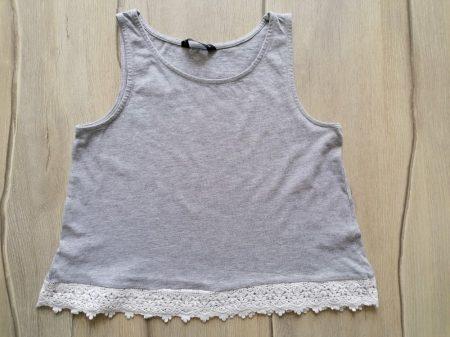 Matalan trikó A vonalú, szürke, horgolt aljú (140)
