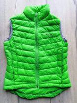 Mellény zöld színű, emblémás (140)