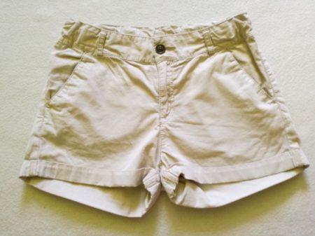 H&M törtfehér színű rövidnadrág